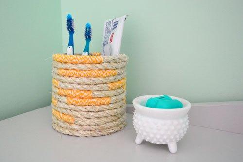 DIY twine and rope toothbrush holder (via www.angiesroost.com)