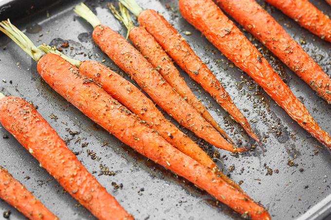 DIY garlic and herb roasted carrots (via www.aheadofthyme.com)