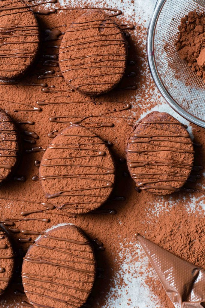 DIY Easter egg bourbon biscuits (via https:)