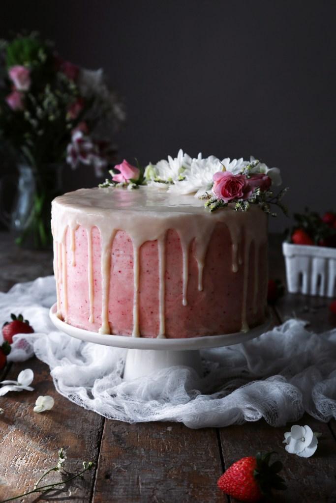 DIY vegan vanilla cake with strawberry buttercream (via www.wifemamafoodie.com)