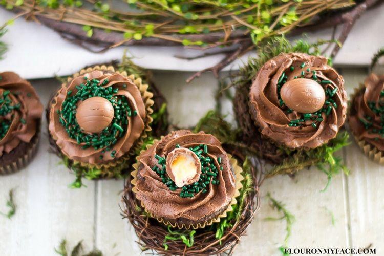 DIY Cadbury Creme Egg cupcakes (via flouronmyface.com)
