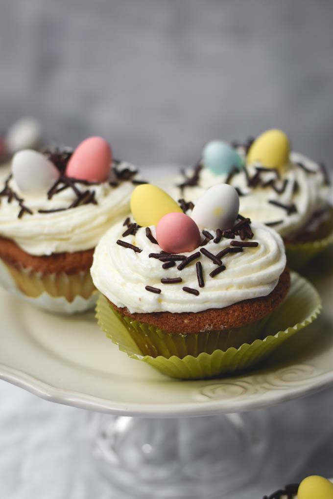 DIY almond vanilla bean cupcakes (via gringalicious.com)