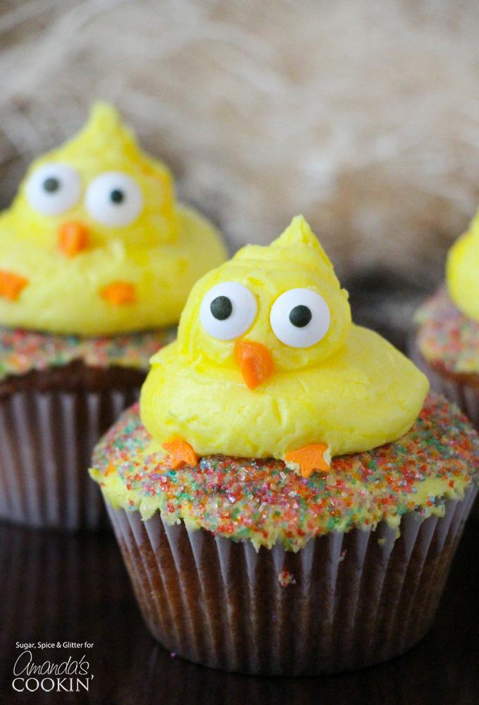 DIY Easter chick cupcakes (via amandascookin.com)