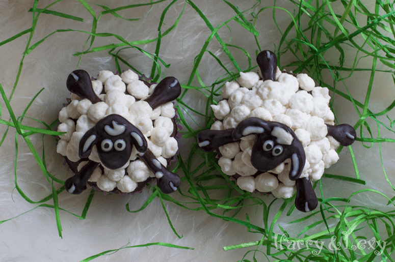 DIY Easter sheep cupcakes (via harryandlexy.com)