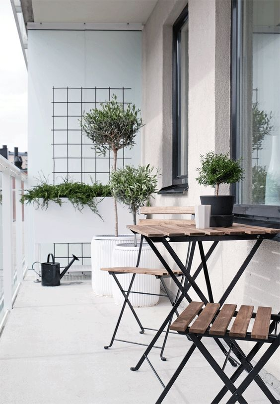Lightweight Metal And Wood Table And Chairs