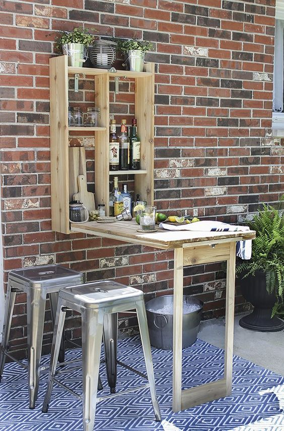 Murphy bar with an additional console top for preparing cocktails