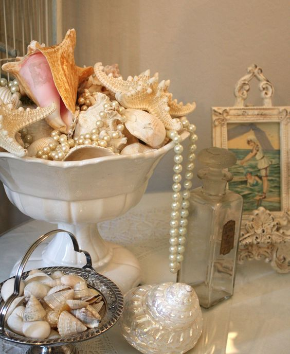 a gorgeous seashells and pearls display looks very refined and hints on the sea in a delicate way