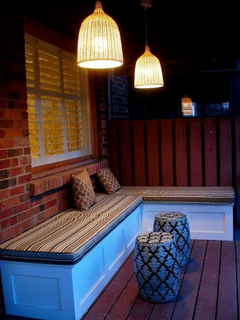 corner bench with cushions on top and sotrage space isnide