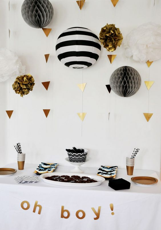 gold triangle vertical garlands make the black and white palette shine