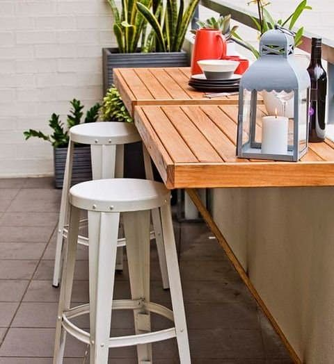 foldable pallet tables to attach on the balcony or terrace