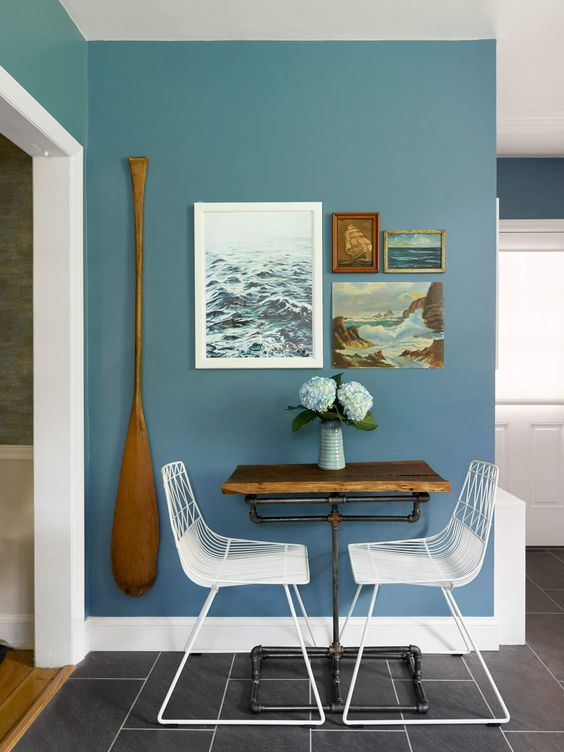 an oar attached to the wall in the dining area is a daring idea