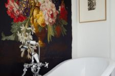 12 dark vintage-inspired floral wallpaper to accentuate the white bathtub