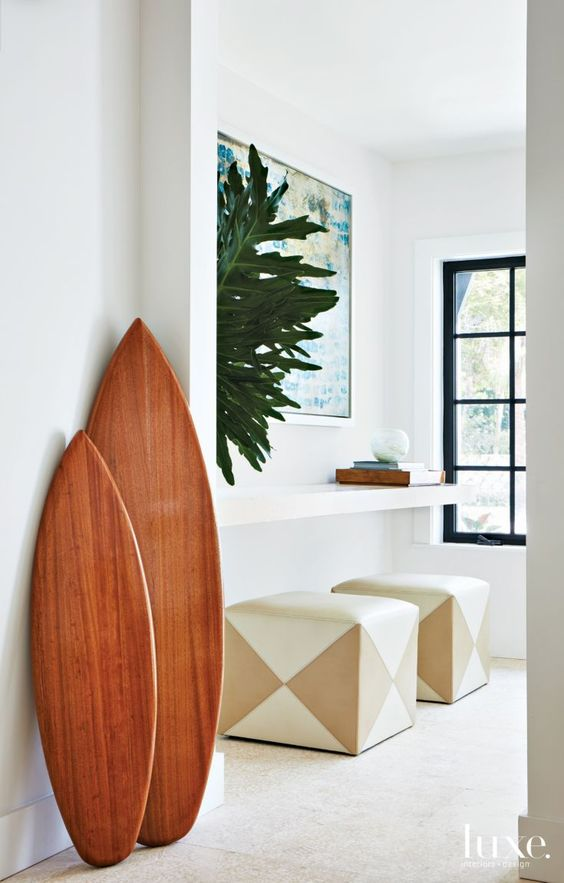 surf-reminding accents in the entryway will show your guests that this is a beach home