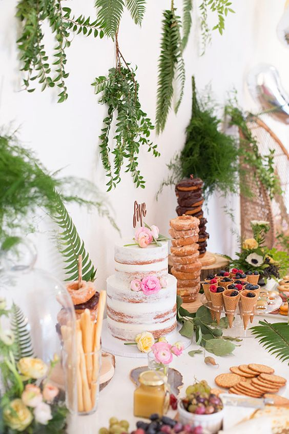 hanging greenery backdrop for the dessert table is a veyr chic idea