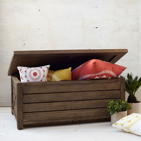 outdoor trunk bench with pillow storage can be easily DIYed