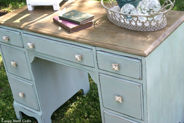 DIY coastal desk makeover with a rustic top (via canarystreetcrafts.com)
