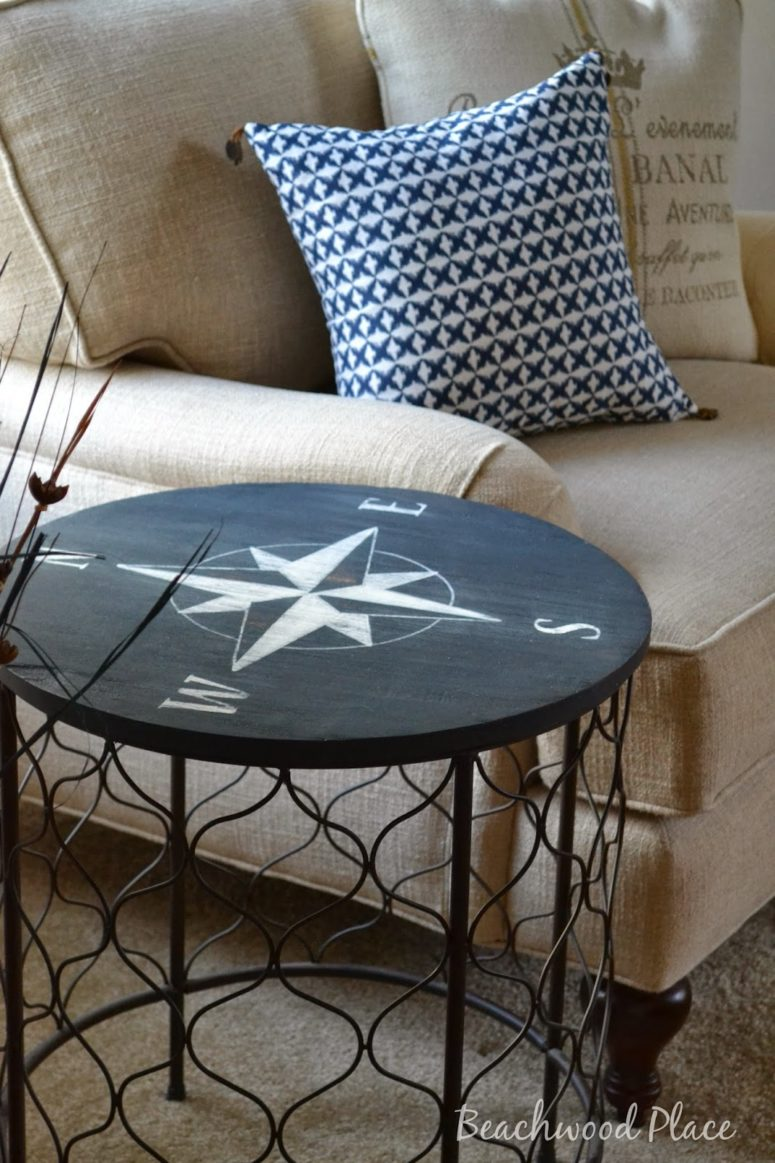 DIY coastal compass table (via beachwoodplace.blogspot.ru)