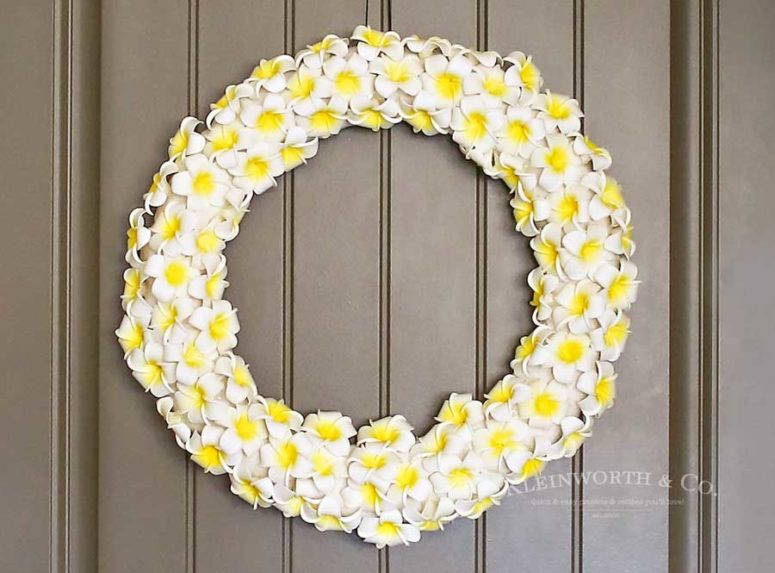 DIY plumeria wreath (via www.kleinworthco.com)