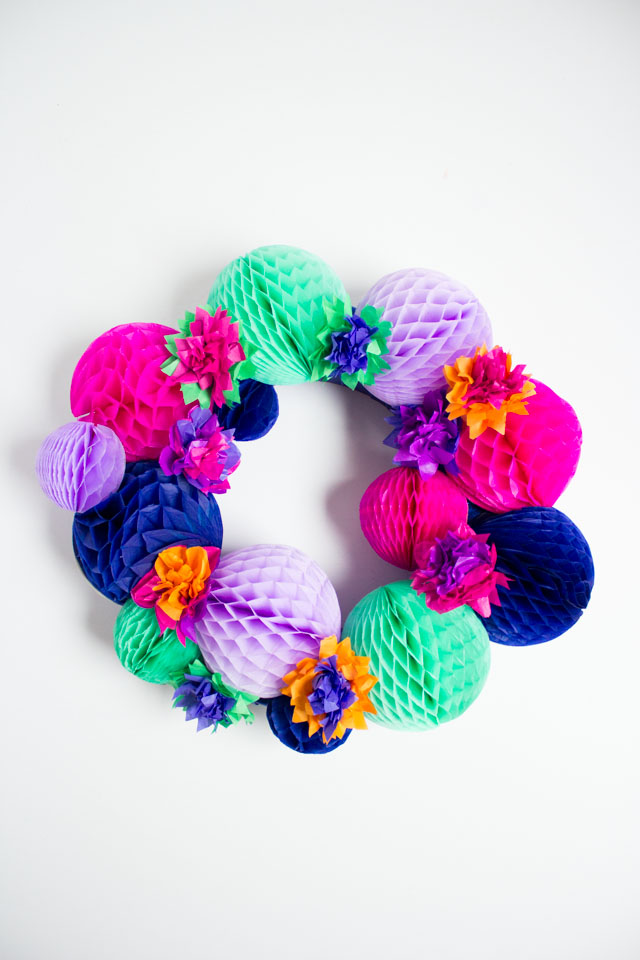 DIY bold fiesta honeycomb wreath (via www.designimprovised.com)