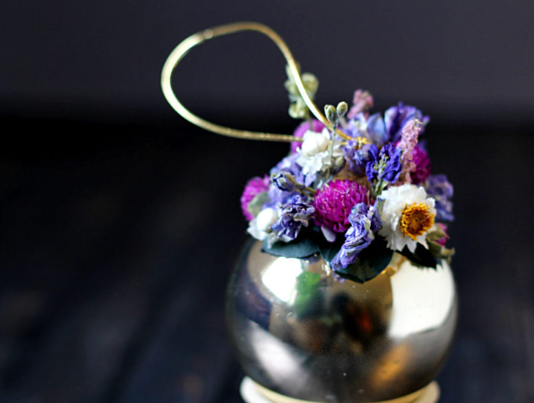 DIY dried flower ornaments (via https:)