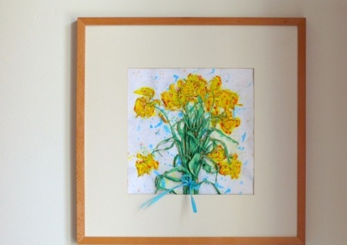 DIY canvas with dried flowers (via www.shelterness.com)