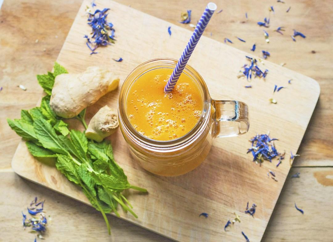 DIY orange summer smoothie