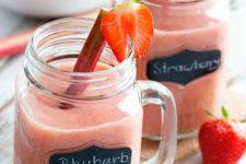 DIY rhubarb strawberry smoothie