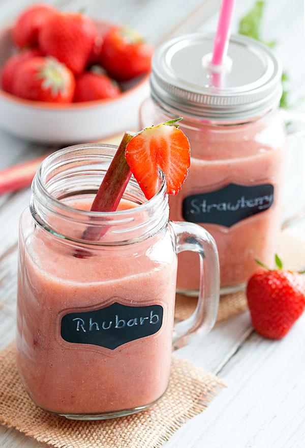 DIY rhubarb strawberry smoothie (via thehealthytart.com)