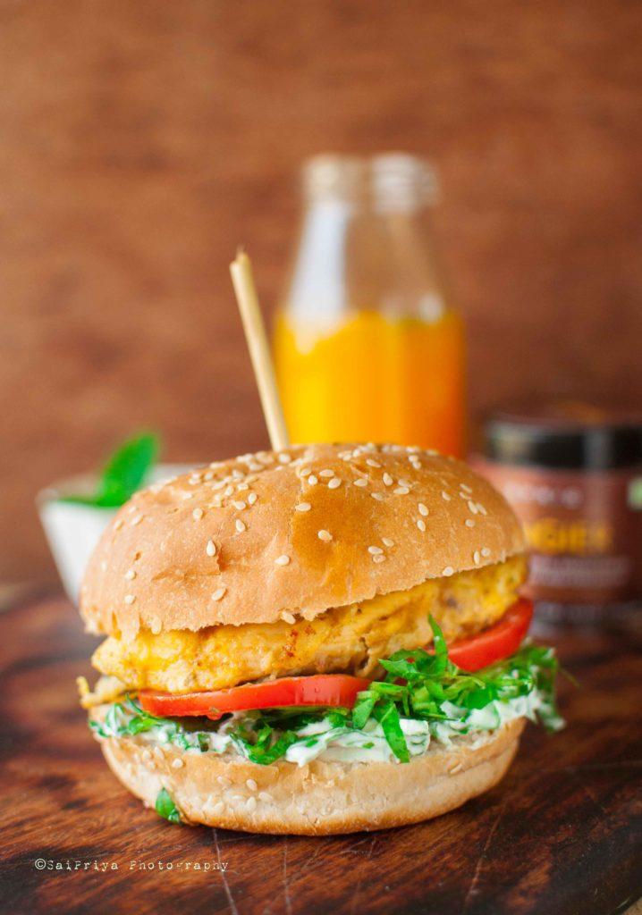 DIY classic chicken burger (via www.mycookingcanvas.com)