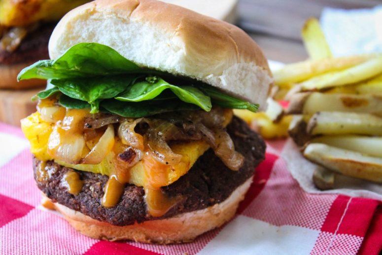 DIY spicy Hawaiian barbecue veggie burger (via www.freshanddelectable.com)