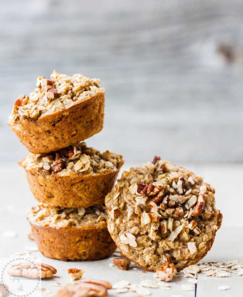 DIY banana peanut butter oatmeal cups with protein (via www.thegreybell.com)