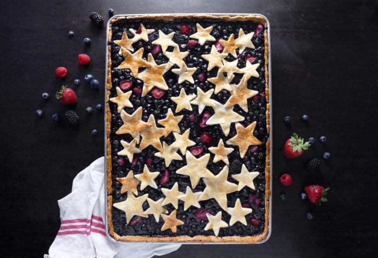 DIY mixed berry slab pie (via www.wifemamafoodie.com)