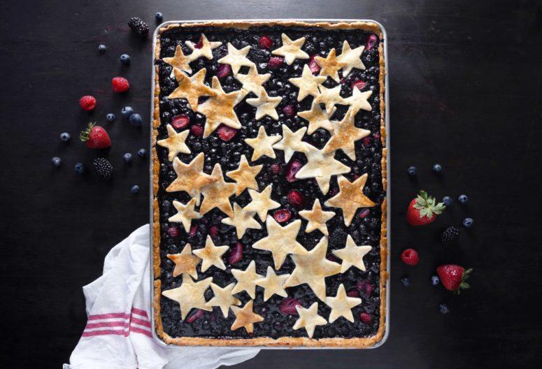 DIY mixed berry slab pie (via www.wifemamafoodie.com)