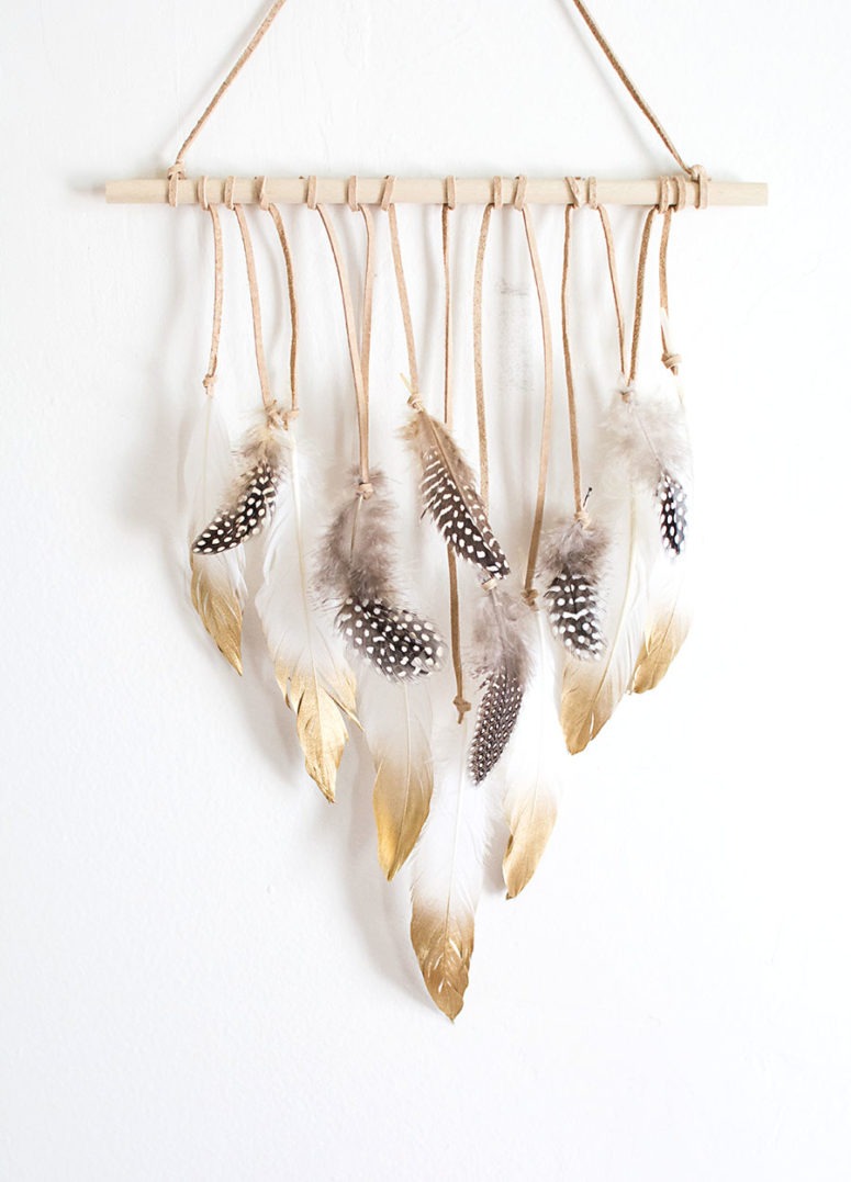 DIY feather wall hanging (via www.homeyohmy.com)