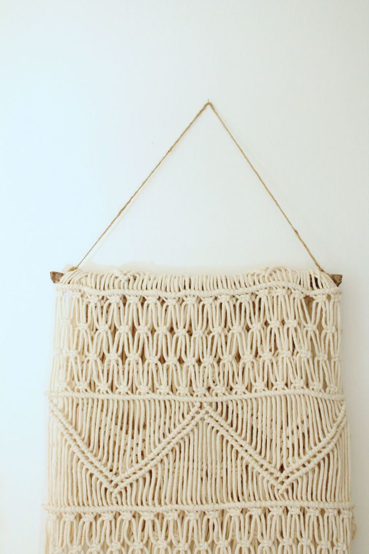 DIY macrame wall hanging from a table runner (via www.make-haus.com)