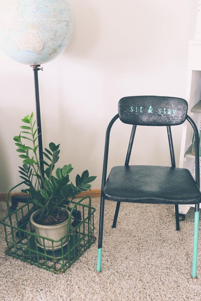 DIY vintage vinyl chair update (via www.homestead128.com)