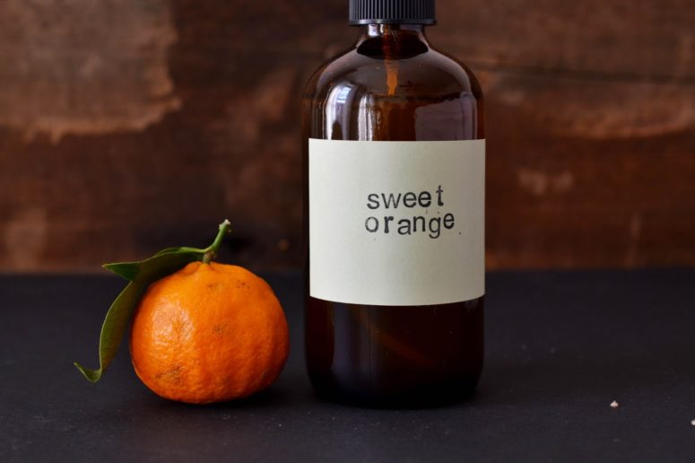 DIY orange and eucalyptus sprays (via heartofgoldandluxury.blogspot.ru)