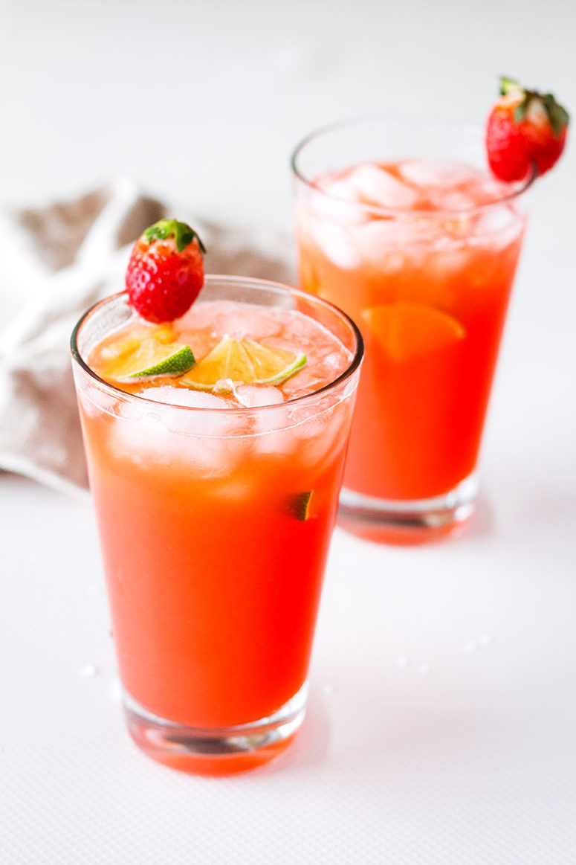 DIY lime strawberry margarita (via www.eatwell101.com)
