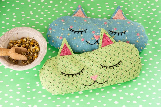 DIY aromatherapy cat nap eye pillows (via adventures-in-making.com)