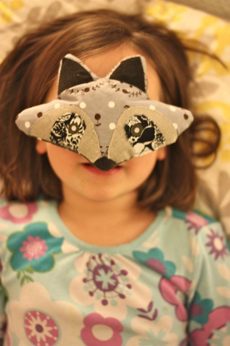 DIY raccoon eye pillow (via buzzmills.typepad.com)