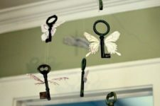 08 winged keys hanging can be a cute home decoration that can be easily DIYed