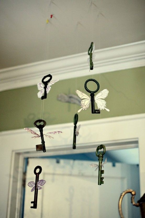 winged keys hanging can be a cute home decoration that can be easily DIYed