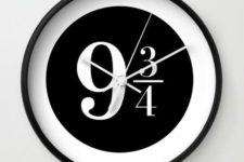 17 black and white clock with a Hogwarts platform sign looks laconic and modern