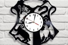 18 Hogwarts logo Harry Potter clock made of vinyl records can be a nice piece for a geek home
