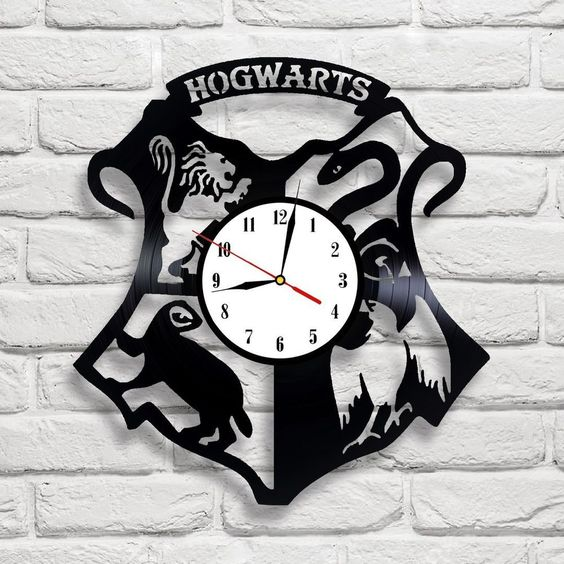 Hogwarts logo Harry Potter clock made of vinyl records can be a nice piece for a geek home