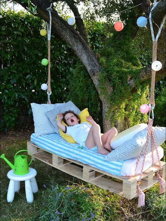 outdoor rope pallet bed for kids decorated with garlands