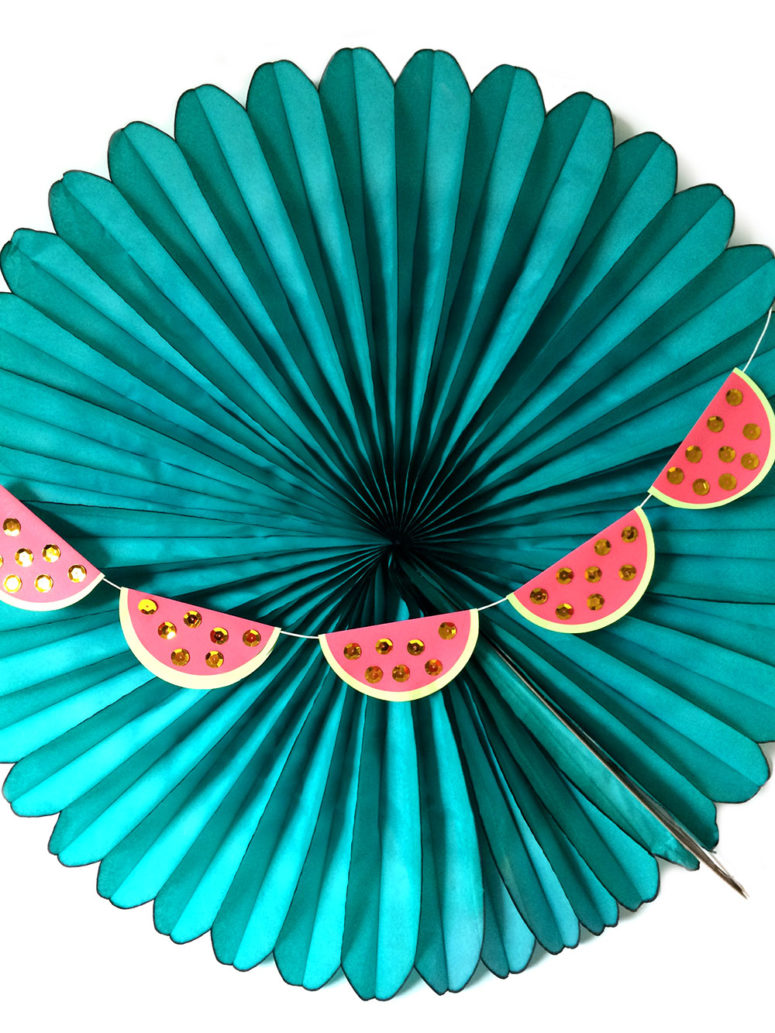 DIY watermelon garland with sequins (via kraftmint.com)