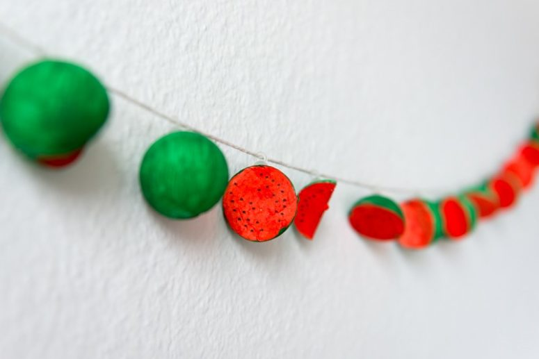 DIY watermelon garland (via kittenhood.ro)