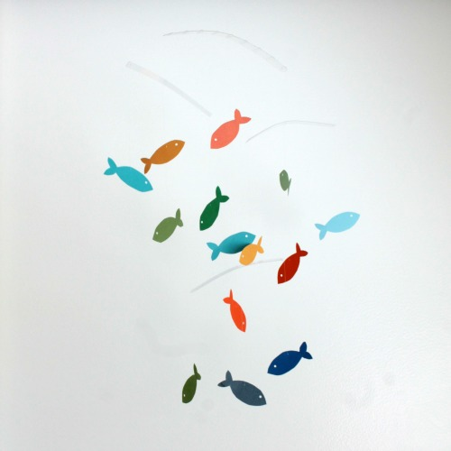DIY cardboard fish colorful mobile (via www.myclevernest.com)