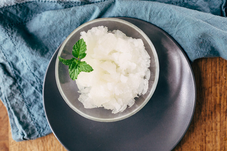 DIY easy lemon granita (via www.foodbanjo.com)